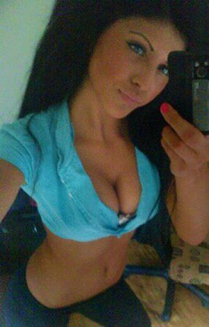 Looking for local cheaters? Take Corinne from Rhode Island home with you