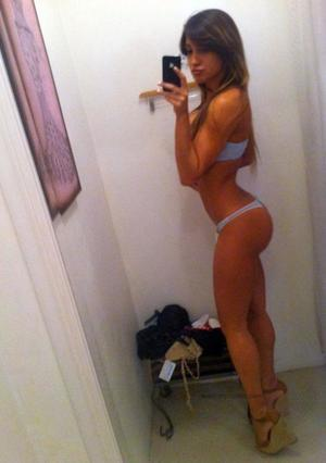 Narcisa from Jewett City, Connecticut is looking for adult webcam chat